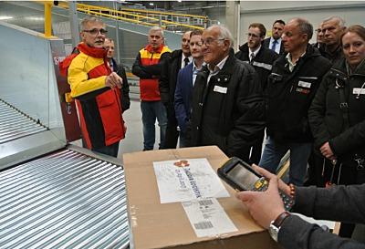 Der Logistikdienstleister DHL Delivery war eine der Stationen eines Paketes, das Teilnehmer am Aktionstag 2017 auf seinem Weg durch das GVZ Augsburg verfolgen konnten.