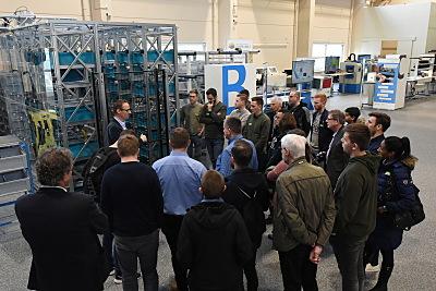 Das Innovationslabor Dortmund des Fraunhofer IML lädt regelmäßig Gäste zum Aktionstag in die Laborräume ein und zeigt, dass die Logistik ein High-Tech-Bereich ist.